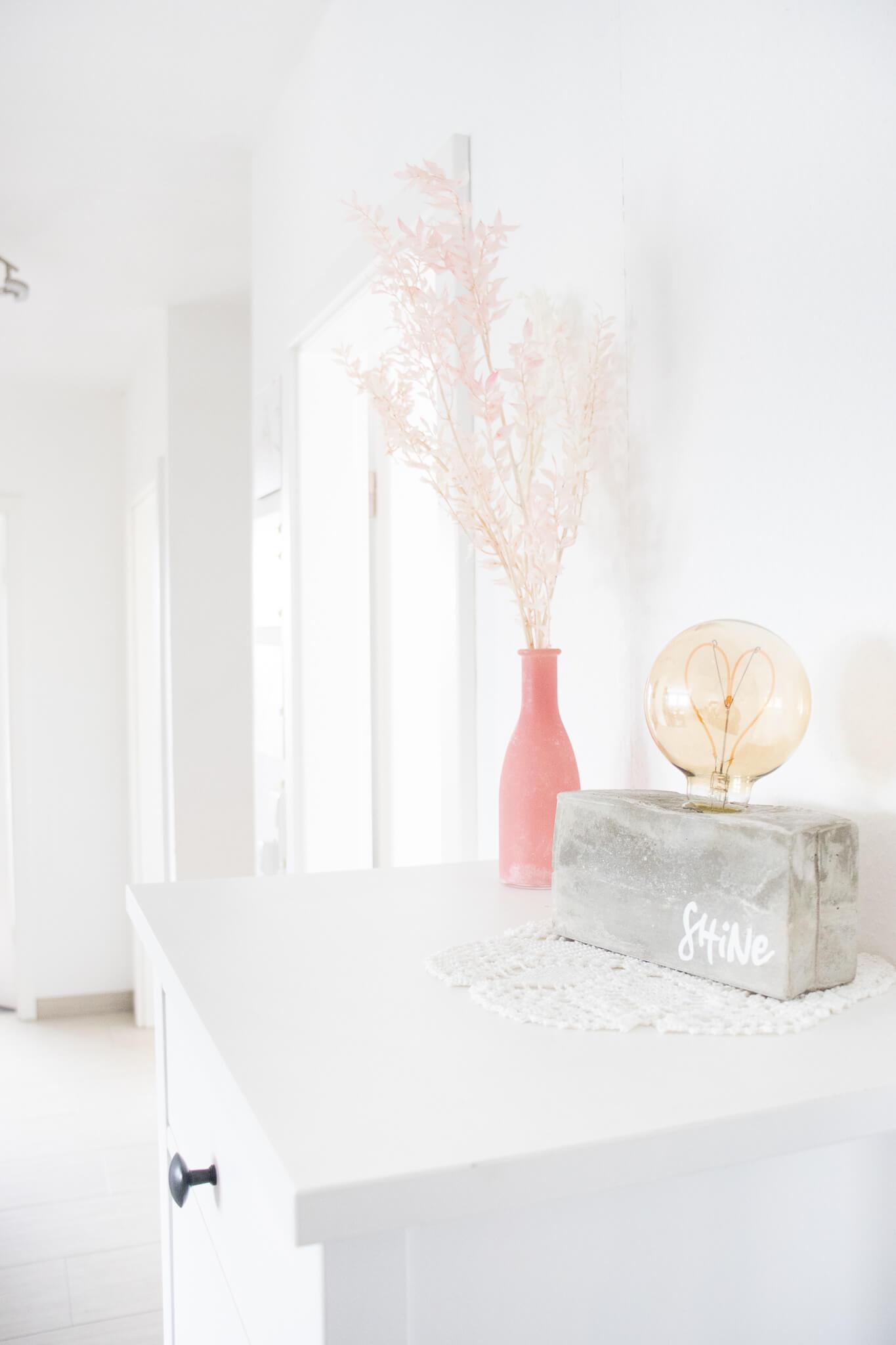 Muttertagsgeschenk-selbstgemacht-Herzlampe-beton