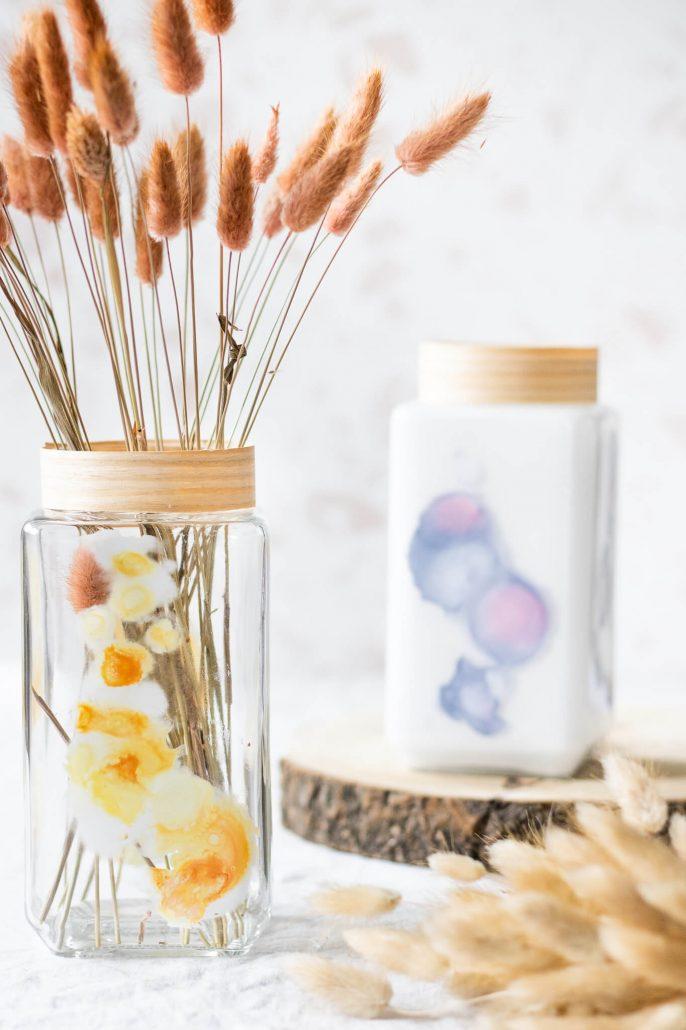 Upcycling trend. Altes Glas mit Alkoholtinte von Octopus verschönern. DIY-Idee zum nachmachen.