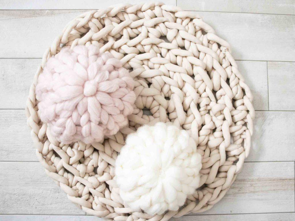 Ich zeige dir den Trend Arm-stricken (Arm-Knitting) und wie du einen schönen Teppich daraus stricken kannst.